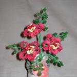 Шиповник цветущий из бисера