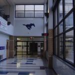Школа в Америке. Коридор с выходом из здания