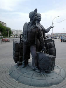 Памятник торгующим челнокам, Екатеринбург
