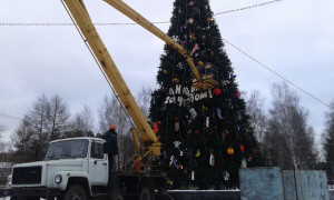 ЦПКиО. Установка новогодней ёлки. С Новым 2014 годом!