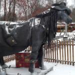 ЦПКиО. Конь в пальто