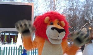Лев на Новогоднем Празднике