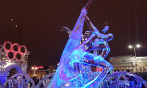 Екатеринбург. Ледовая скульптура «Фантом Олимпиады»