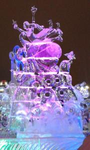 Екатеринбург. Ледовая скульптура «Когда в стране Олимпиада, то даже морю это надо!»