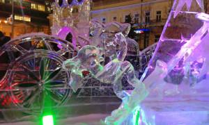 Екатеринбург. Ледовая скульптура «Не слабо?»