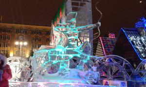 Екатеринбург. Ледовая скульптура «Полёт стрелы»
