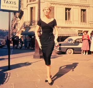 маленькое черное платье украшения, маленькое черное платье шанель фото, маленькое черное платье коко шанель, маленькое черное платье аксессуары