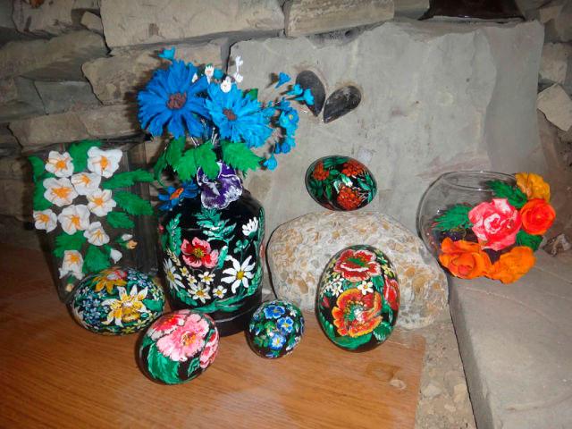 Расписные каменные яйца. Пасхальные сувениры