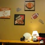 Атрибуты для комнаты мальчика. Магазин «Мебель из Небраски», штат Техас, США