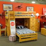 Спальня с двухъярусной кроватью. Магазин «Мебель из Небраски», штат Техас, США