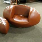 Кресло-мяч и пуфик. Магазин «Мебель из Небраски», штат Техас, США