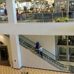 Эскалатор. Магазин «Мебель из Небраски», штат Техас, США