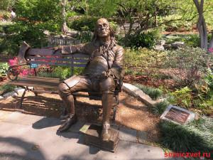 фото скамейка парке, скамейка парке картинки, скульптура виде скамейки, скульптура из бронзы, парк скамейками, скамейки отдыха парке, скульптуры на скамейке, авторские работы мастера, скамейка парке, скамейки парковые, франклин бенджамин президент сша, бенджамин франклин президент, даллас техас, штат техас сша