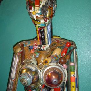 Скульптурная композиция из ненужных предметов. Музей Рипли «Хотите — верьте, хотите — нет!». Техас