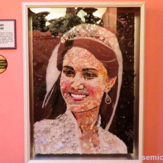 Джейн Перкинс «Принцесса Кейт Миддлтон». Портрет из предметов . Музей Рипли. Гранд-Прери, Техас, США