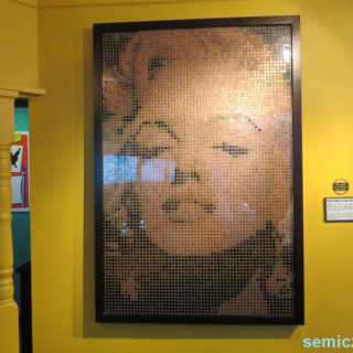 Эд Чапмен «Мэрилин Монро». Монеты. Музей Рипли. Гранд-Прери, Техас, США