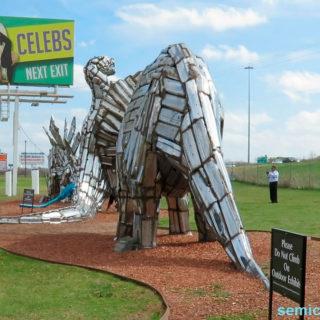Музей Рипли. Выставка скульптур из металлолома. Динозавры