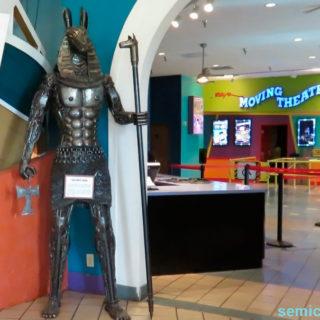 Музей Рипли. Выставка скульптур из металлолома. Бог Анубис