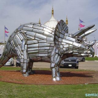 Музей Рипли. Выставка скульптур из металлолома. Трицератопс