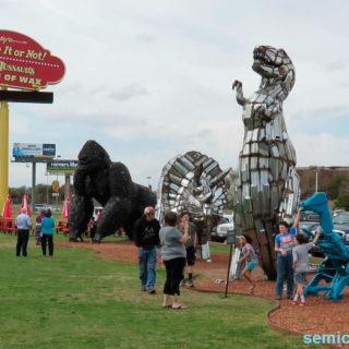 Музей Рипли. Выставка скульптур из металлолома. Динозавры. Кинг Конг
