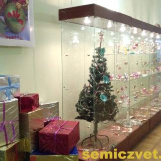 Выставка ёлочных игрушек и новогодних украшений ХХ-го века «Волшебные игрушки»