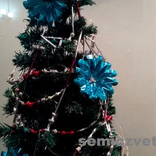 Новогоднее ёлочное украшение СССР — стеклянные бусы и электрическая гирлянда