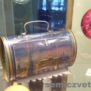 Упаковка-Сундучок от Новогоднего подарка, привезенного с Кремлевской Ёлки
