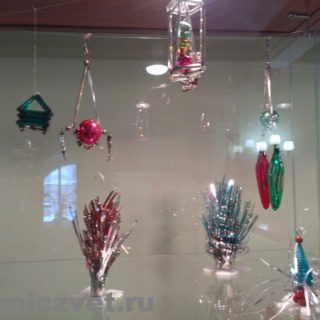 Новогодние ёлочные игрушки - композиции из стеклянных шаров, бусин, трубочек