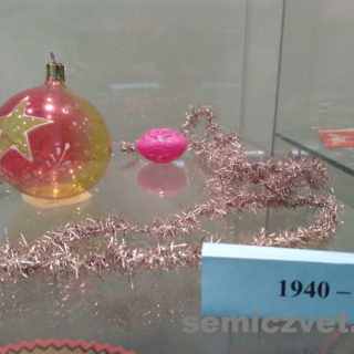 Ёлочные игрушки СССР с символами Социализма