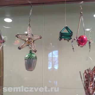 Новогодние ёлочные игрушки. Композиции из стеклянных шаров, бусин, трубочек