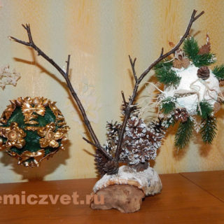Новогодняя композиция «Волшебство под Новый Год» с шарами «Изумрудный подарок» и «Новогодний подарок» своими руками