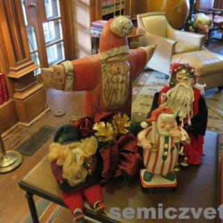 Фигуры Санта Клаусов