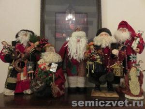 Новогодние игрушки Санта Клаусы