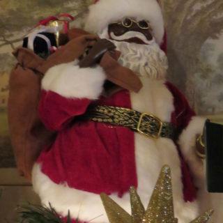 Санта Клаус с рождественскими подарками