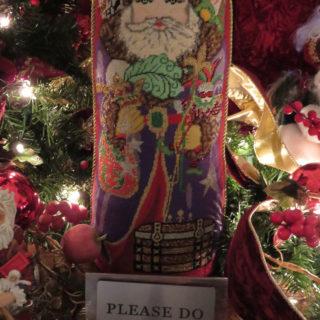 Вышивка Санта Клаус на подушке