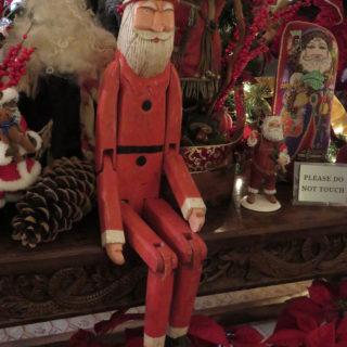 Экспозиция выставки Санта Клаусов