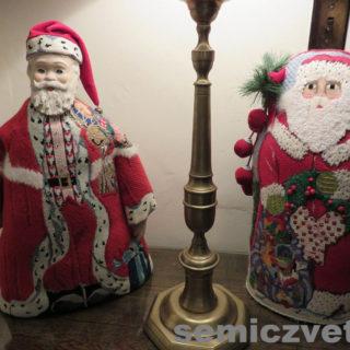 Дед Мороз и Санта Клаус под ёлку