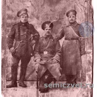 Семейное фото ювелира В.Д.Хахалкина. Слева - дед В.Хахалкина - Герасим Иванович Хахалкин, атаман казачьей сотни, с родными братьями Иваном и Петром.