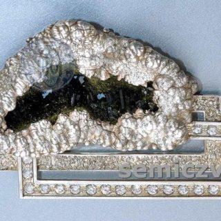В.Д.Хахалкин. Ювелирное панно «Горное гнездо». Никель, серебро, циркон, жеода пушкинита. Смешанная техника. 2002г.