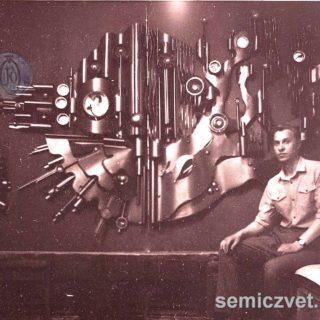 В.Д.Хахалкин. Панно «ФОТОН». Бронза, тонированный алюминий, медь, цветное стекло, 1986г.