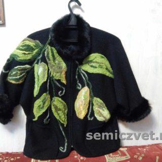 Валяные листья из шерсти в декоре верхней одежды