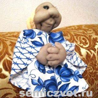 Кукла-грелка на чайник своими руками