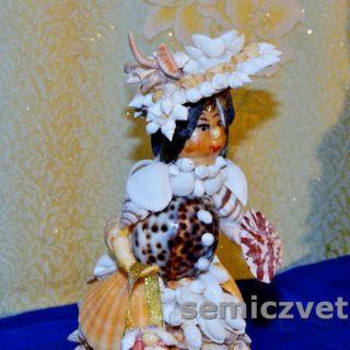Кукла-модница из морских ракушек