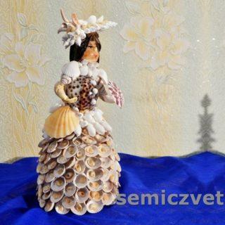 Кукла из морских ракушек