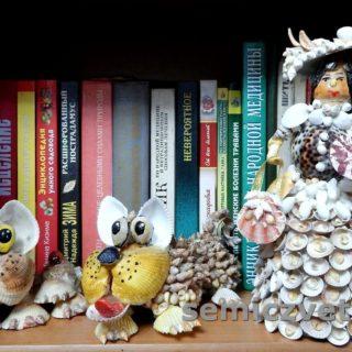 Дама с собачками из морских ракушек