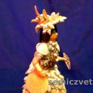 Кукла Дама из морских ракушек с веером