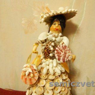 Кукла Дама из морских ракушек с сумочкой и веером