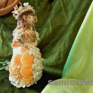 Очаровательная Золушка из морских ракушек