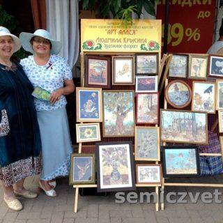 Выставка на площади картин прессованной флористики, г.Ейск