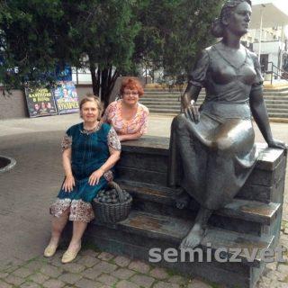 Скульптура Нонне Мордюковой, г.Ейск